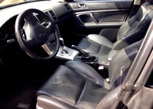 CARandGAS Subaru Legacy interior delantero