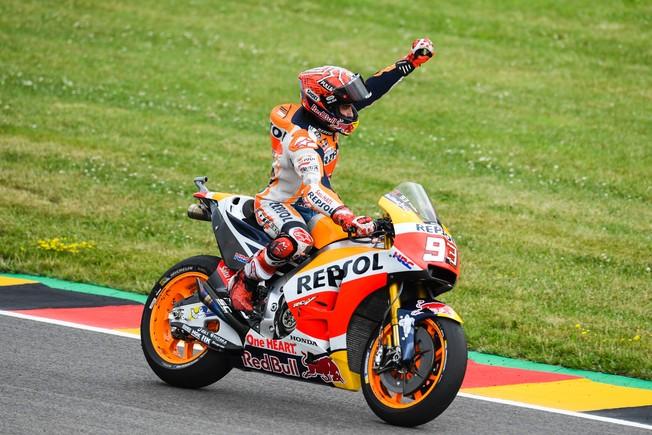marc-marquez-celebra-victoria-alemania-motogp-1499000540215